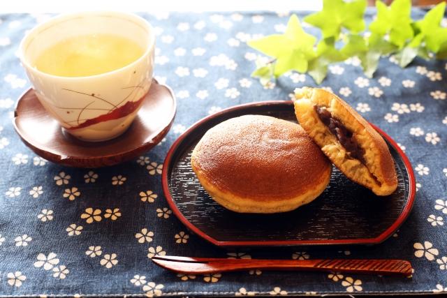 日本茶に合うのはやっぱり和菓子。伝統を重んじ、風流に美味しく飲む