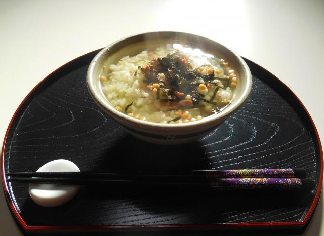 お茶漬けは緑茶以外のお茶でも美味しい?おすすめ具材やレシピについても