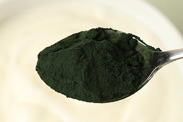 スピルリナの正体は藻?気になる味やおすすめの食べ方・レシピも紹介